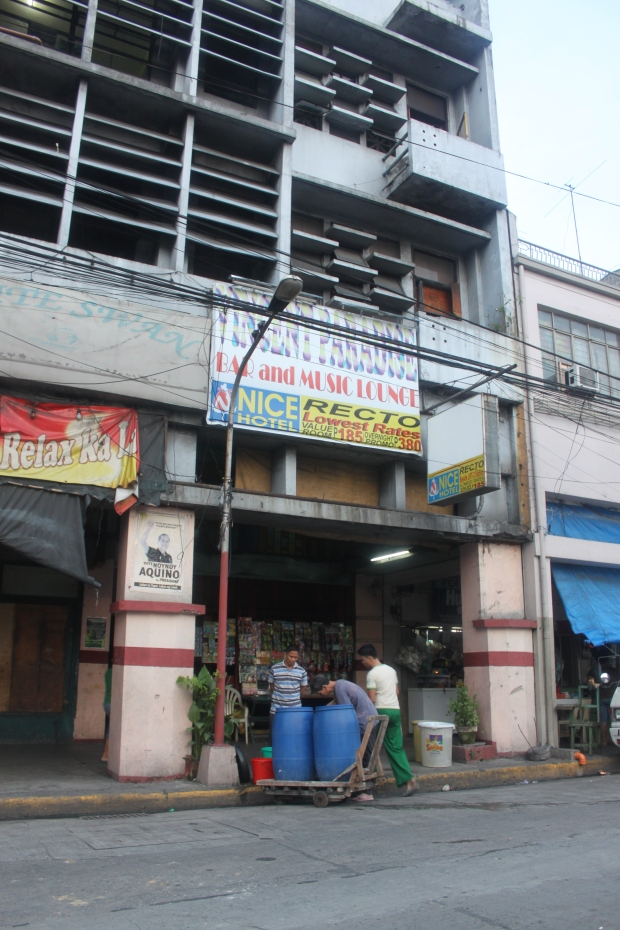 Vincent Paradise Bar and Music Lounge is on the third floor of Gallego Building along Mendonza Street (formerly known as Andalucia Street) in Sampaloc, Manila City